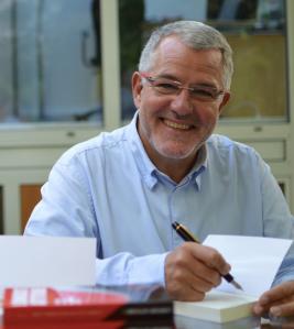 JEAN-PAUL TRÉGUER, auteur de LA RÉVOLUTION DU LOW COST (Dunod)